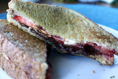 strawberrynutellagrilledcheese